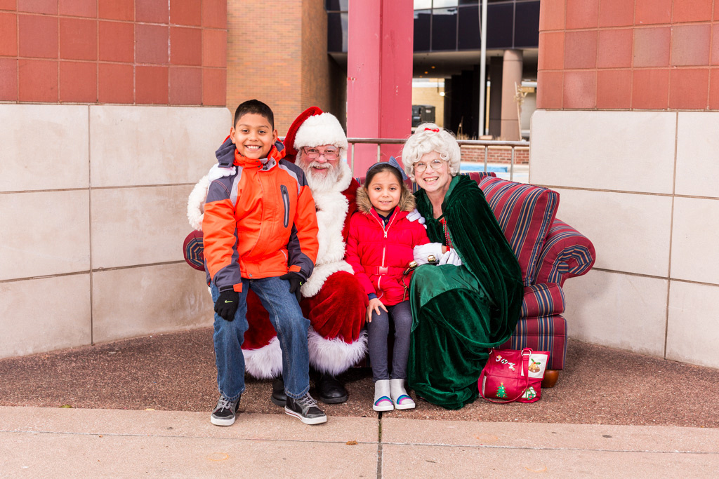 picture of smiling kids with Santa