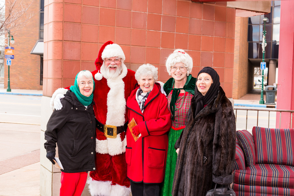 picture of Santa with old ladies