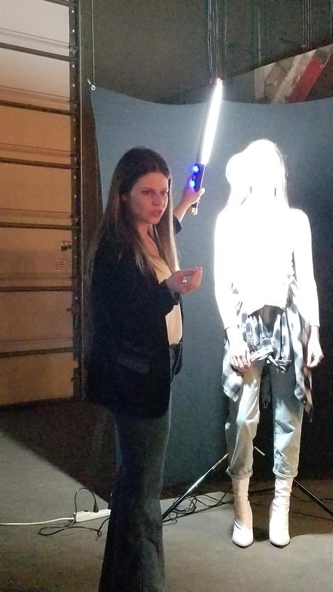 Image of Jen Rozenbaum using an Ice Light