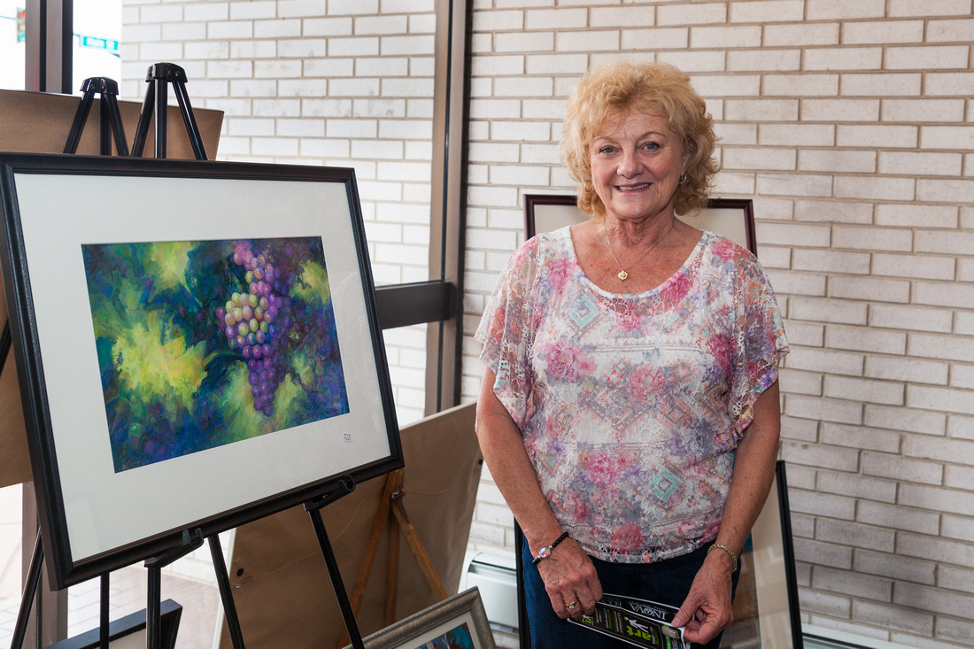 picture of artist with her fruit painting