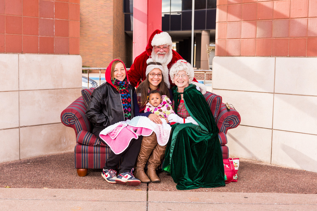 Santa with mom and her kids