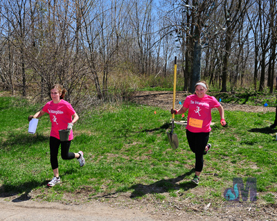 picture of girls running with shoval at Elkhart Amazing Race 2014