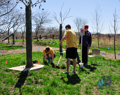 picture of planting tree at Elkhart Amazing Race 2014