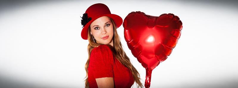 Valentine girl with ballon